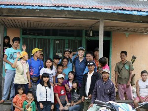 Group shot prior to grassroots discussion on community natural resource management, Bunyau district, West Kalimantan, Indonesia.